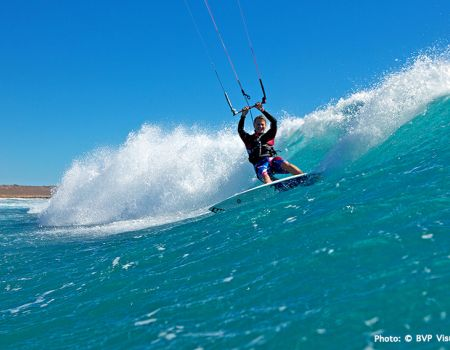 Let's Go! Kite - Australien - Foto Surfer in Welle.jpg